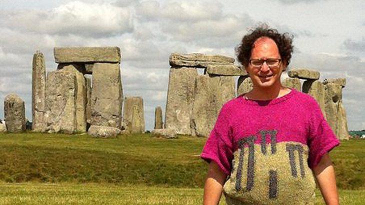 Strick-Nerd! Sam Barsky strickt Sehenswürdigkeiten und fotografiert sich davor