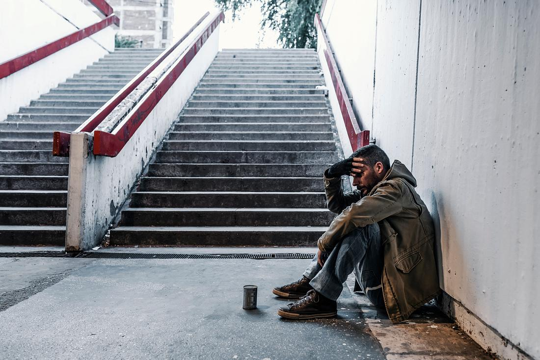Obdachloser im U-Bahn-Schacht