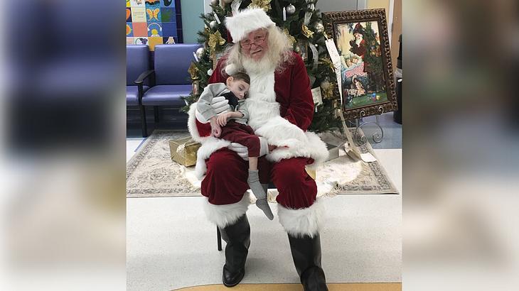 Santa mit dem kranken Miles
