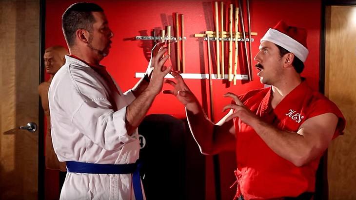 Master Ken demonstriert die Santa-Claws-Technik