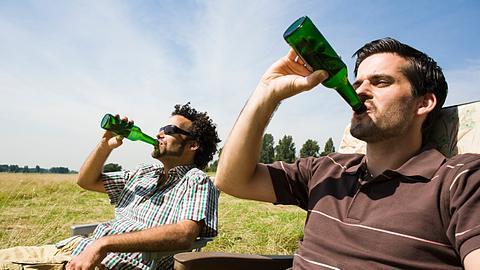 Saufen für die Gesundheit - Foto: iStock / Image Source