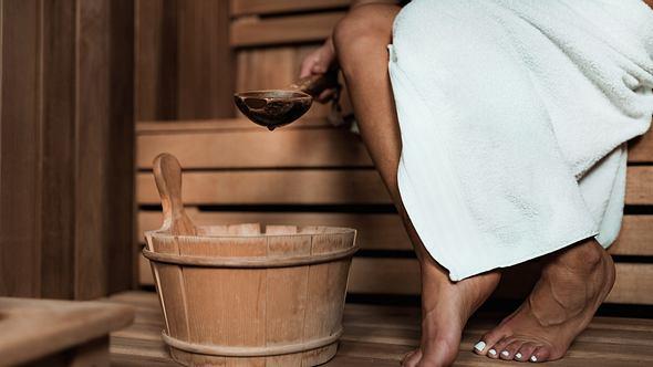 Saunazubehör: Die besten Produkte im Überblick - Foto: iStock / microgen