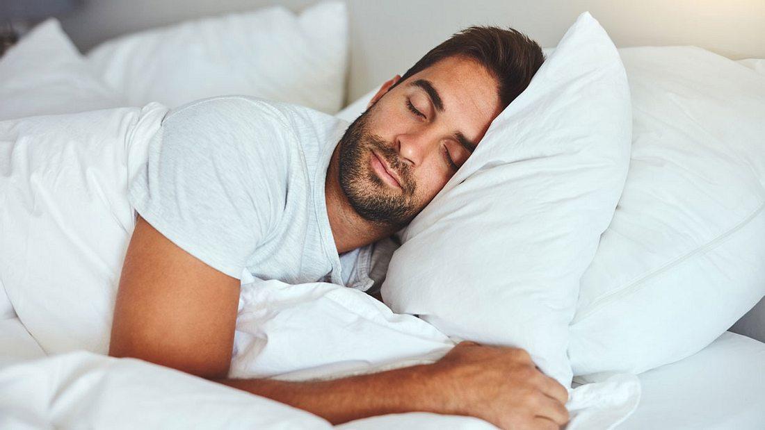 Skorpion Mann Im Bett