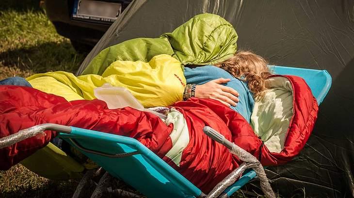 Der Schlafsack hält beim Mittagsschlaf warm