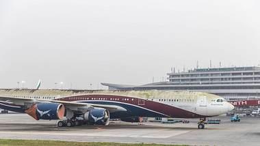 Schrottreifes Flugzeug in Lagos, Nigeria - Foto: imago images / Bo van Wyk