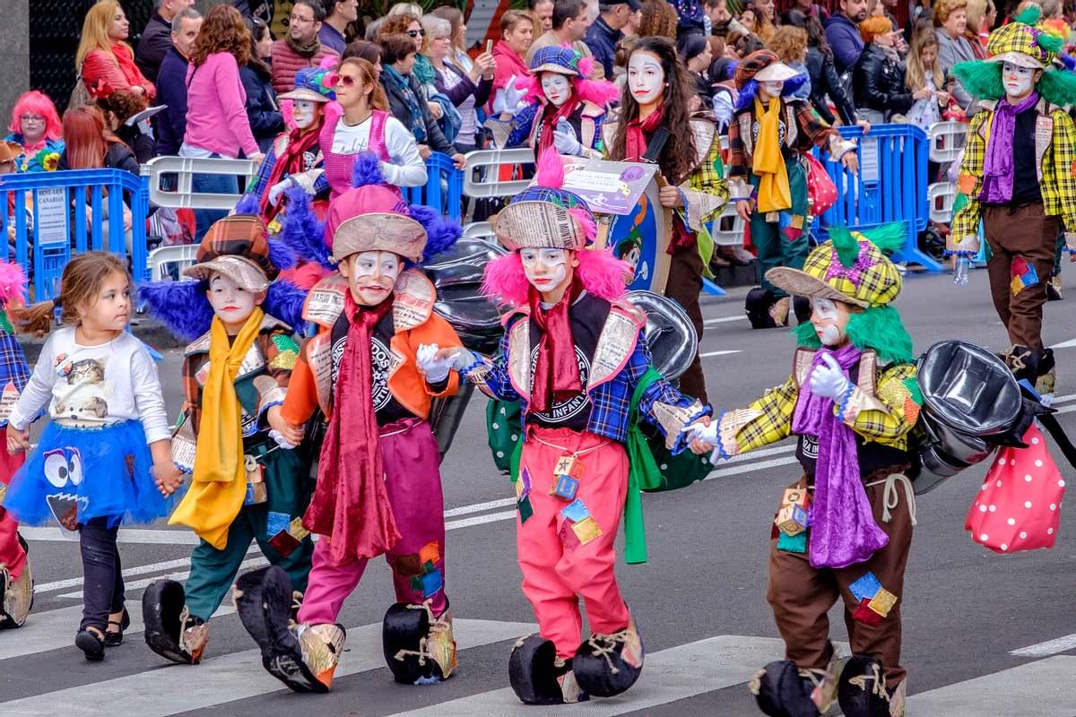 Skandal an Grundschule: Schüler wegen Karnevalskostüm nach Hause geschickt