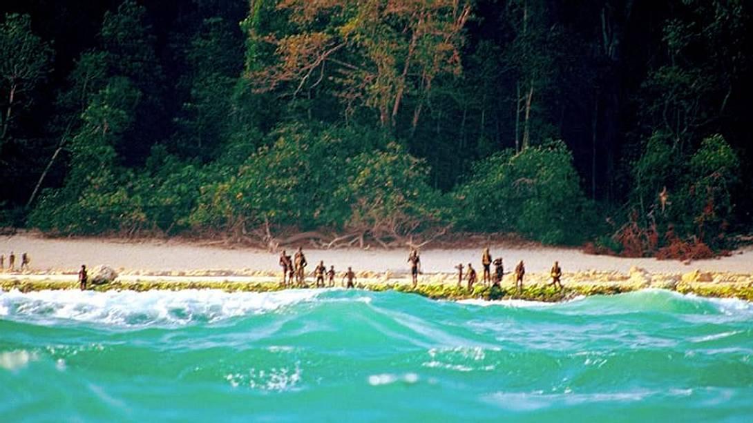 North Sentinel Island: Der Sentinelesen-Stamm attackiert regelmäßig Touristen, die versuchen, die Insel im Indischen Ozean zu besuchen - Foto: YouTube/ChristianCaron