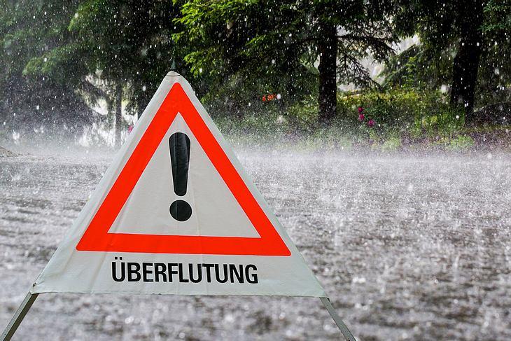 Sintflutartiger Regenfall voraus