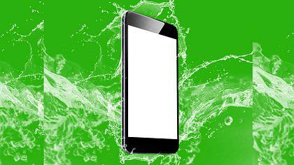 Smartphones, die nicht wasserdicht sind, finden in Japan so gut wie keinen Abnehmer - Foto: istock / WaffOzzy