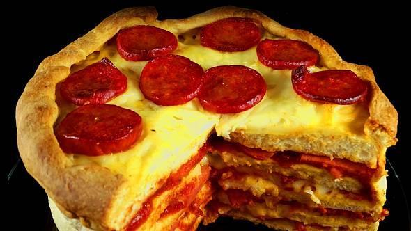 Pizza-Torte: Der perfekte Geburtstagskuchen für Männer