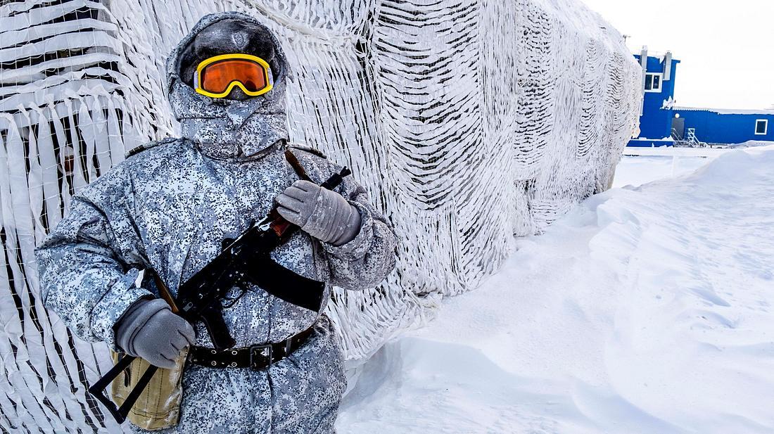 Soldat in der Arktis