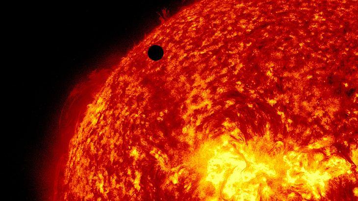 Fake-NASA bestätigt: Jupiter und Venus kollidieren – 15 Tage Dunkelheit