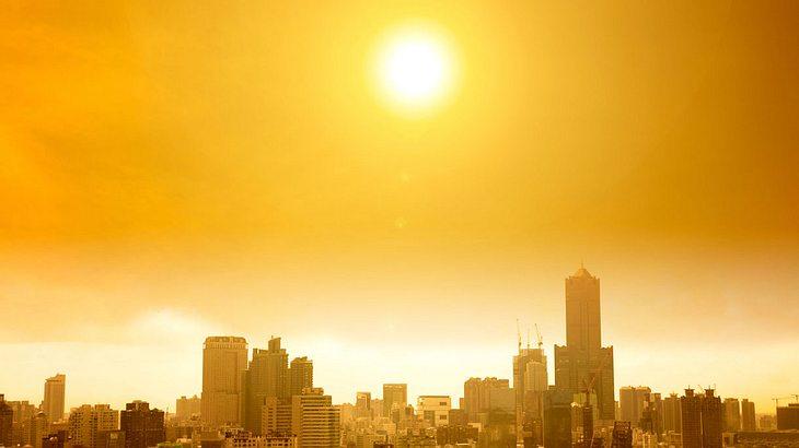 Sonne über der Stadt