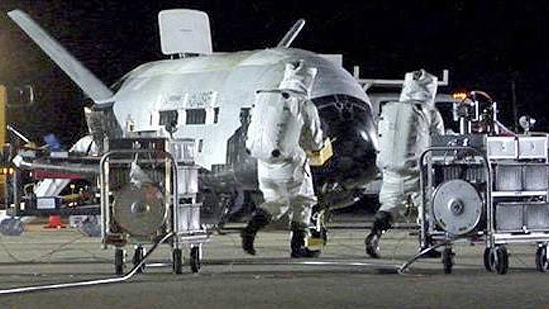 Das X-37B-Raumschiff der US Air Force ist im Mai 2017 im NASA Kennedy Space Center in Florida gelandet