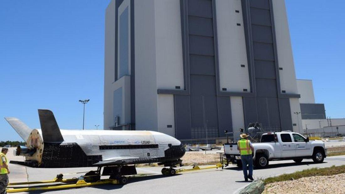 Das X-37B-Raumschiff der US Air Force landet in Florida