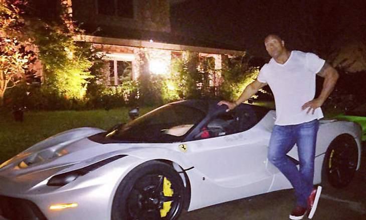 "Passt nicht in seinen Ferrari: Dwayne ""The Rock"" Johnson"