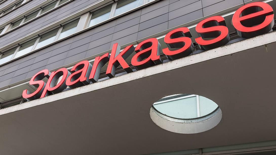 Sparkassen: Wer nicht handelt, wird automatisch Paydirekt-Nutzer - Foto: iStock / dirkbaltrusch