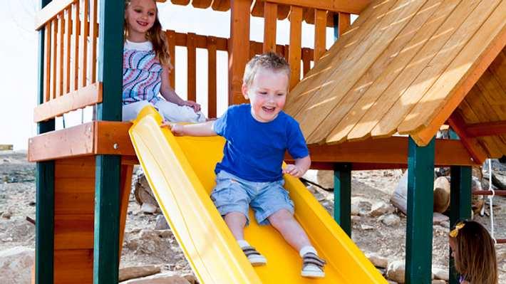 Spielhaus mit Rutsche - Foto: iStock / Steve@Colorado