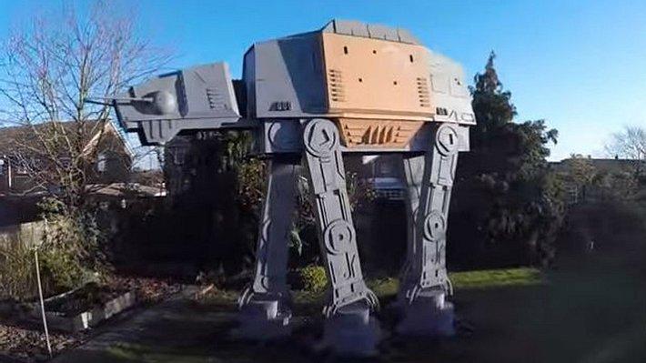Star Wars-Überfan baut begehbaren AT-ACT nach - Foto: Screenshot YouTube/Colin Furze