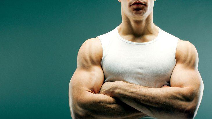 Starke Arme sind auch ein Indikator für ausreichende Fitness (Symbolfoto).