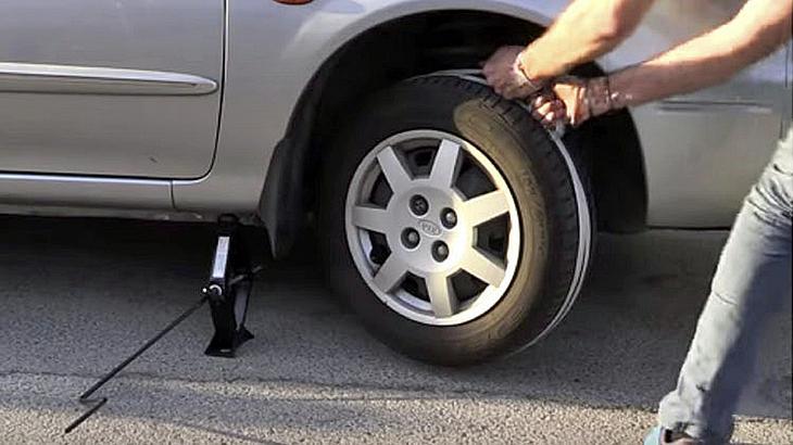 Car-Hack-Tutorial: So gibst du deinem Auto mit einem Seil Starthilfe