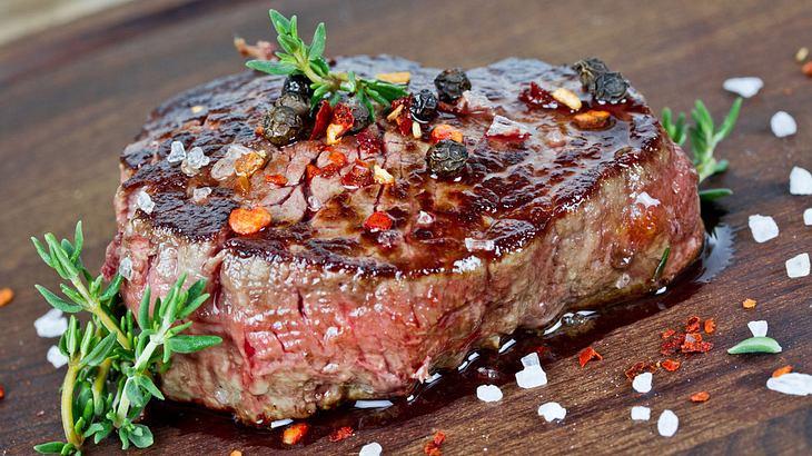 Entrecôte grillen: Das saftige Steak perfekt auf dem Grill zubereitet