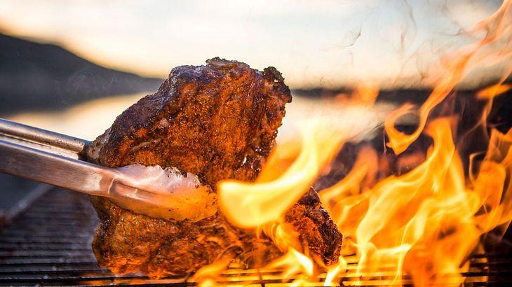 Lecker Fleisch über heißer Flamme