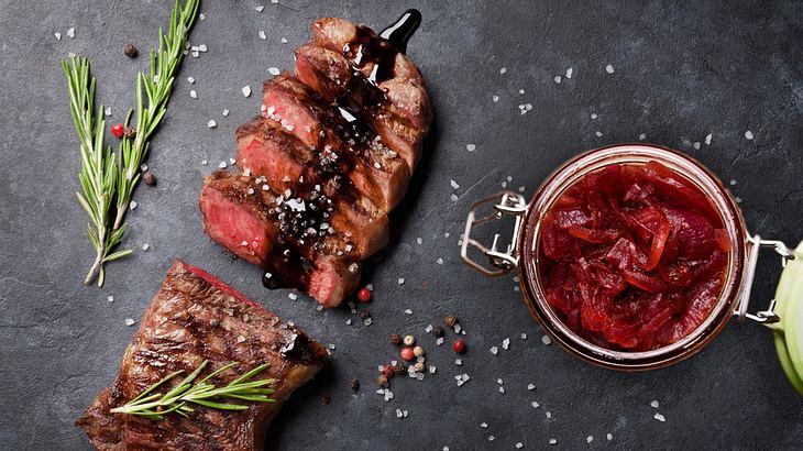 Zwiebel-Confit: Würzige Marmelade für das perfekte Steak