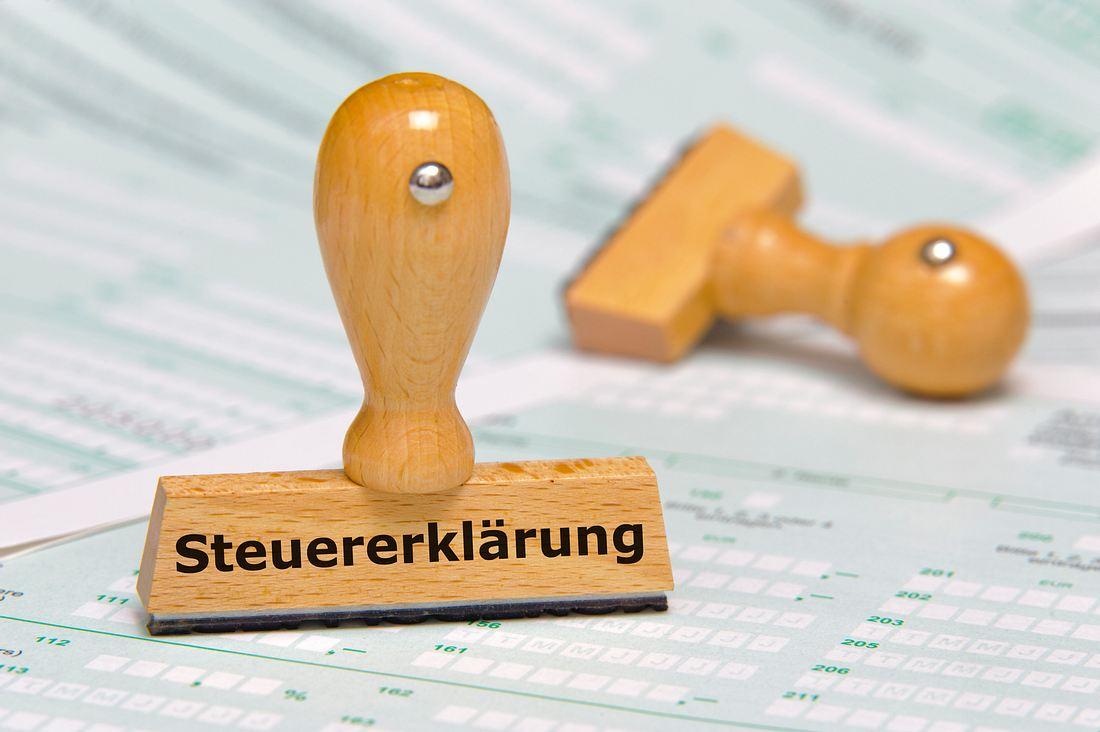 Stempel mit der Aufschrift Steuererklärung