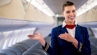Flugbegleiterin - Foto: iStock / andresr