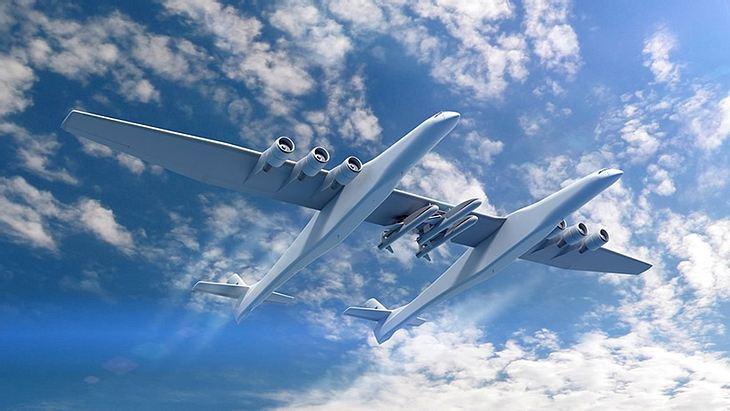 Doppelte Power: Die Silhuette des Mega-Flugzeuges am Himmel