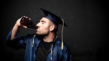 Alkohl beeinflusst ein gutes Studium: Wer trinkt, bricht die Uni nicht so häufig ab - Foto: iStock/123foto