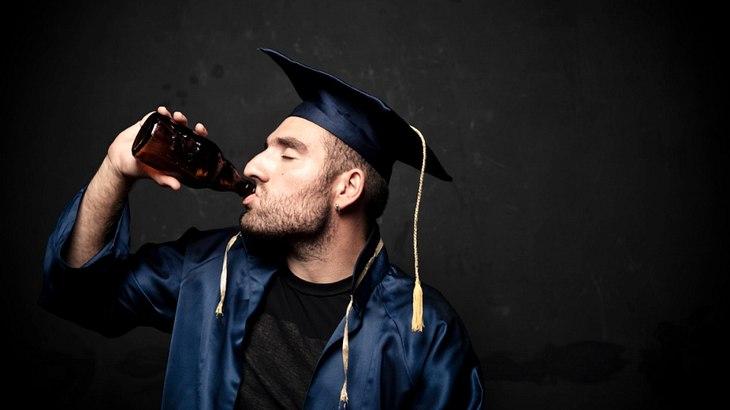 Alkohl beeinflusst ein gutes Studium: Wer trinkt, bricht die Uni nicht so häufig ab