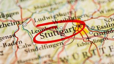 Rot umkreist und angepeilt: Ein Besuch in Stuttgart lohnt sich - Foto: iStock / TARIK KIZILKAYA