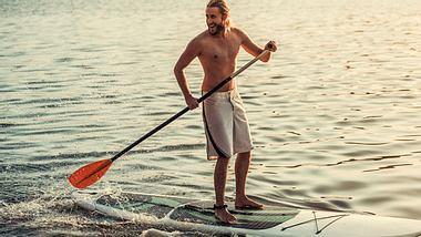 Das sind die besten aufblasbaren SUP Boards in unserem Check - Foto: iStock/GeorgeRudy