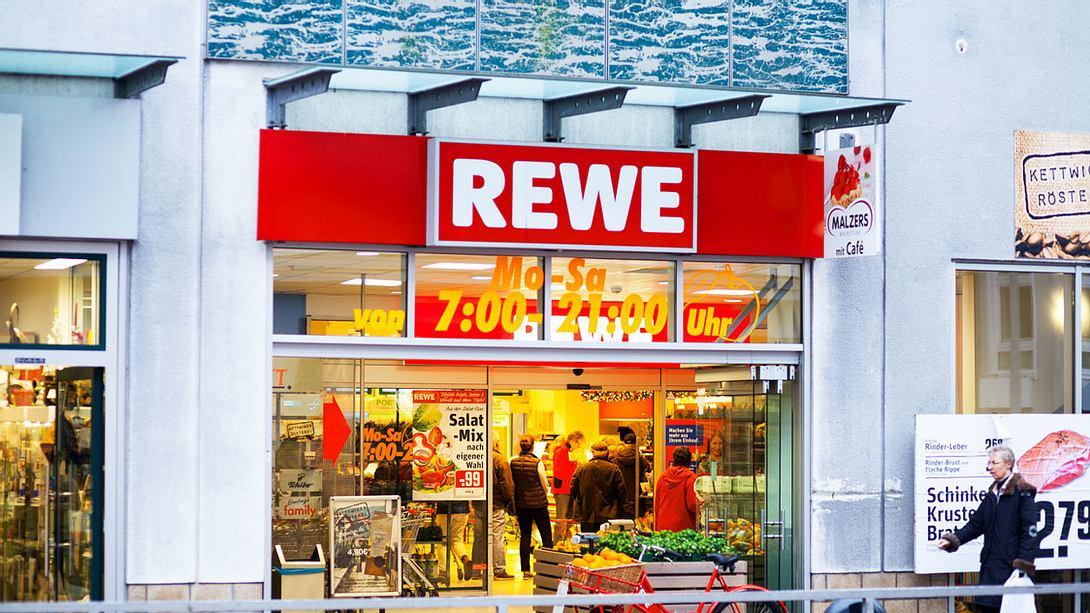 Supermarkt Rewe - Foto: iStock / justhavealook