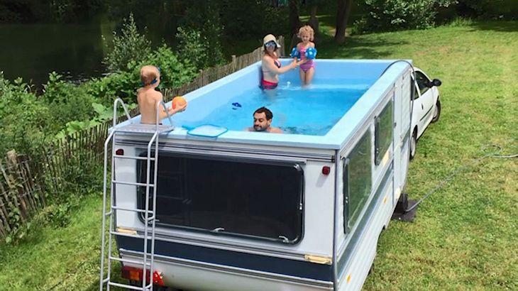 Mobiler Swimmingpool des Künstlers Benedetto Bufalino