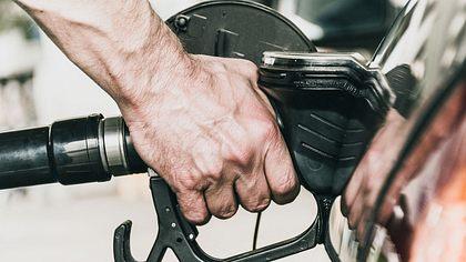 Grüne wollen Benziner und Diesel verbieten