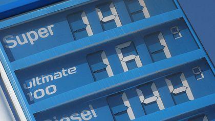 Kostet Benzin bald über 2 Euro? Politiker für massive Steuererhöhung