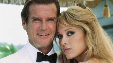 Tanya Roberts und Roger Moore - Foto: imago images / Cinema Publishers Collection