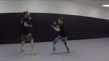 Internet-Troll behauptet, jede Frau zu besiegen - MMA-Fighterin nimmt es mit ihm auf
