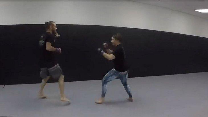 Großmaul behauptet, jede Frau zu besiegen - MMA-Fighterin nimmt es mit ihm auf