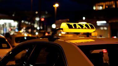 Wenn das Taxi-Schild rot leuchtet, musst du sofort reagieren