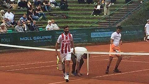 Tennisprofi tritt bei Düsseldorf-Punktspiel in Trikot vom 1. FC Köln an
