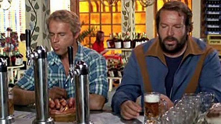 Terence Hill und Bud Spencer essen Würstchen um die Wette