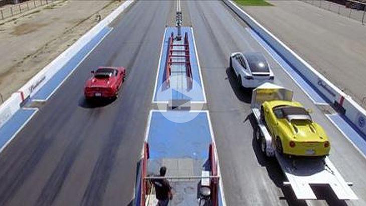 Hier tritt in Tesla Model X gegen einen Alfa Romeo 4C an
