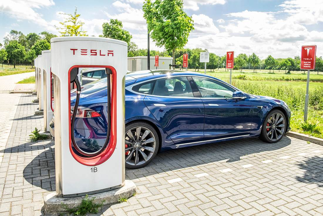 Tesla Model S an Ladestation