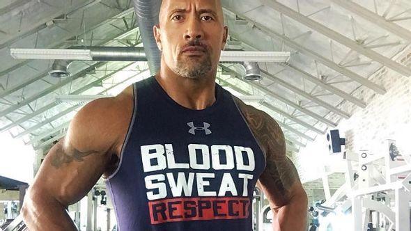 Dieser Mann aß und trainierte 30 Tage wie The Rock