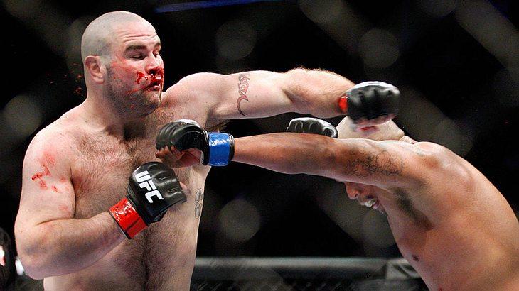 Der Ex-UFC-Kämpfer verstarb nach einem Kampf. Auf diesem Foto fightet er mit Joey Beltran 2010