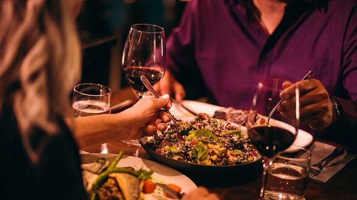 Tischmanieren: Diese Tischmanieren sollte Mann kennen